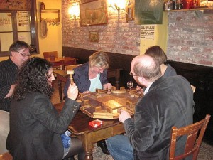 Spieleabend in Nord Pas de Calais u.a. mit der Herner Bürgermeisterin Tina Jelveh und RVR-Fraktionsvorsitzender Sabine von der Beck