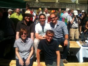 Beim Stillleben auf der A 40 im Rahmen der Kulturhauptstadt 2010 u.a. mit Arndt Klocke MdL und Janosch Dahmen, Bundestagskandidat in Witten und Mitglied des Landesvorstands der Grünen